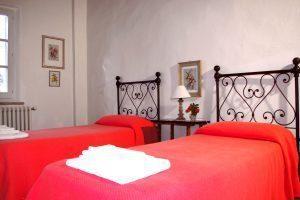 Pagliericcio twin bed room